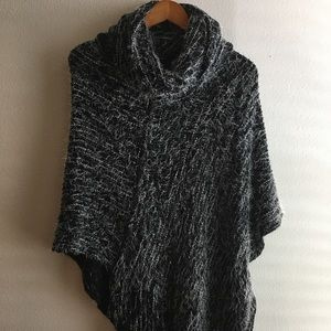 Sweaters - Turtleneck Black and white Poncho